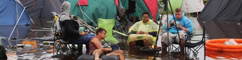 40 Zentimeter Wassertiefe, Dauerregen und Matsch
