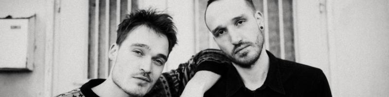 Geschwister-Duo Klan im Herbst in Bremen