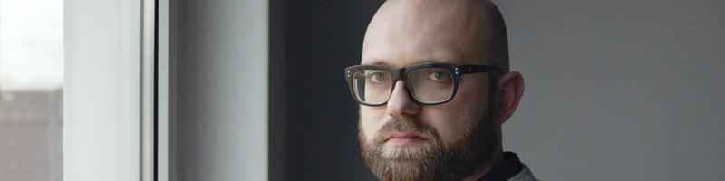 """Markus Ostermair liest im Kaffee Krach aus seinem Debütroman """"Der Sandler"""""""